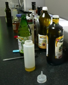 dressingflesje met olieen en azijn